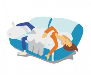 Schlaf auf unbequemen Sofa